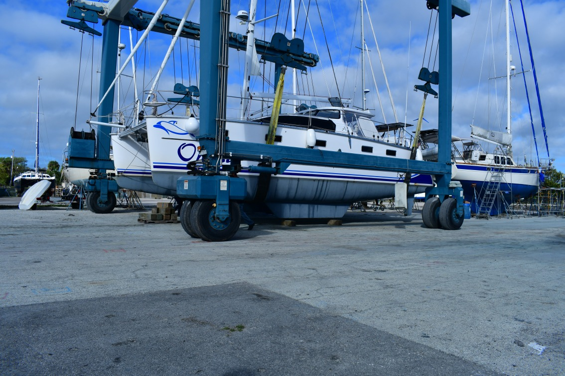 Hauling Out – a.k.a. Please Don't Drop OurBoat!